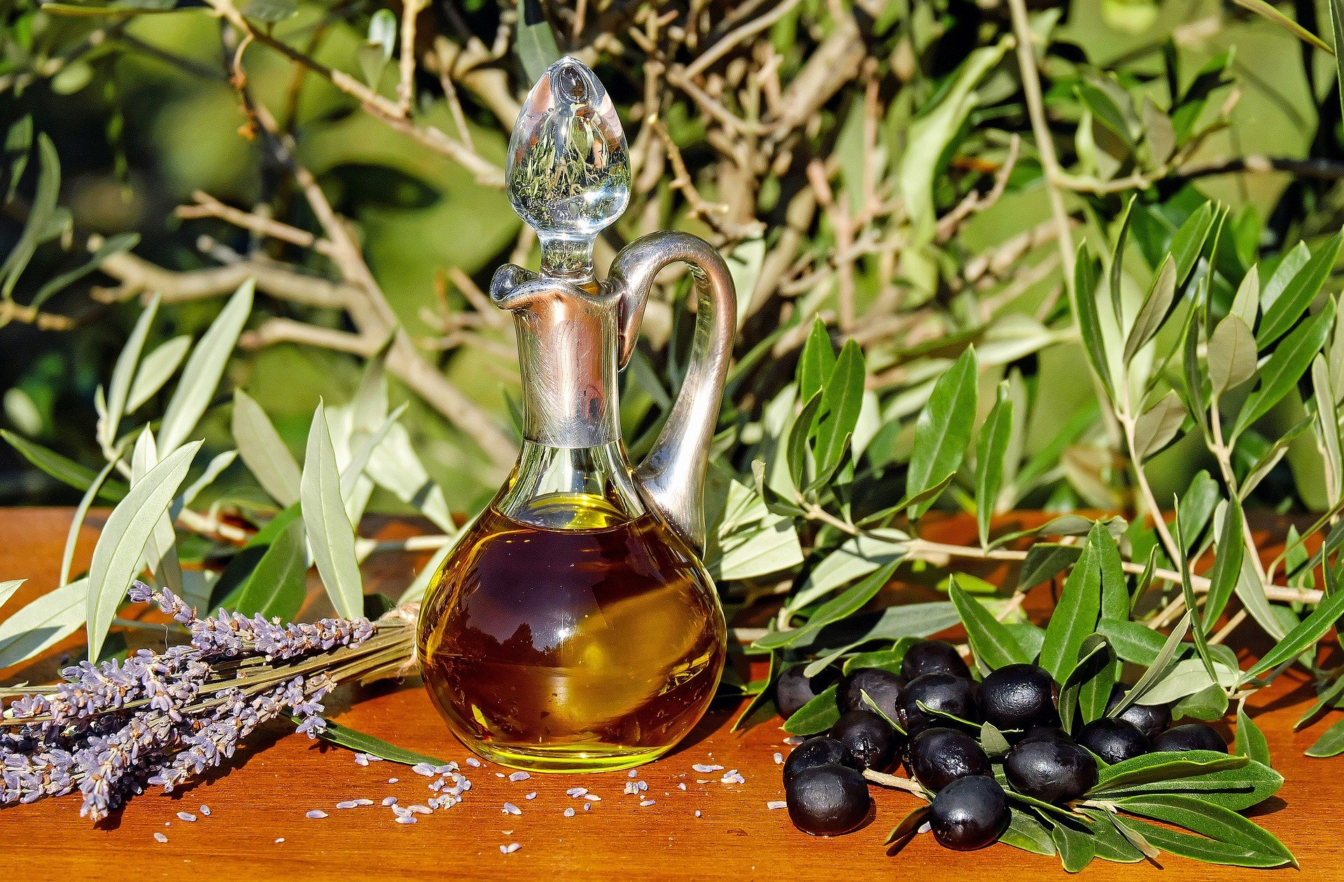 The Benefits and Uses of Olive Oil