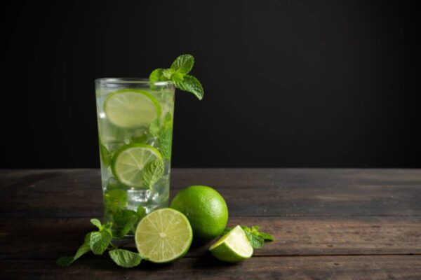 The Advantages Of Having Lemon Water First Thing In the Morning